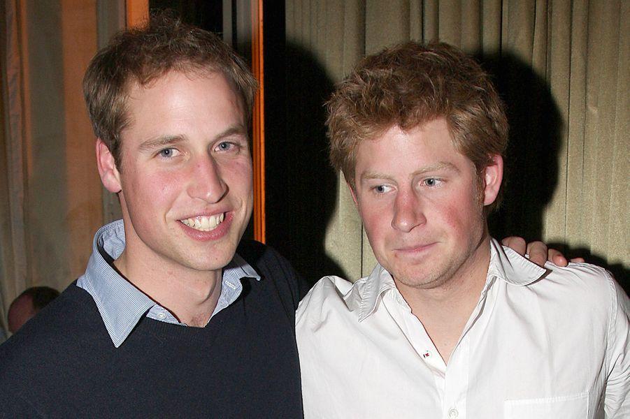 Le prince William et le prince Harry à Paris en octobre 2007 lors de laRugby World Cup