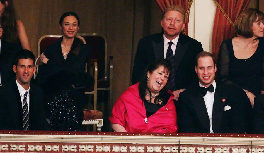A gauche, Novak Djokovic. Juste au-dessus de William, Boris Becker, accompagné de son épouse Lily (à sa droite).