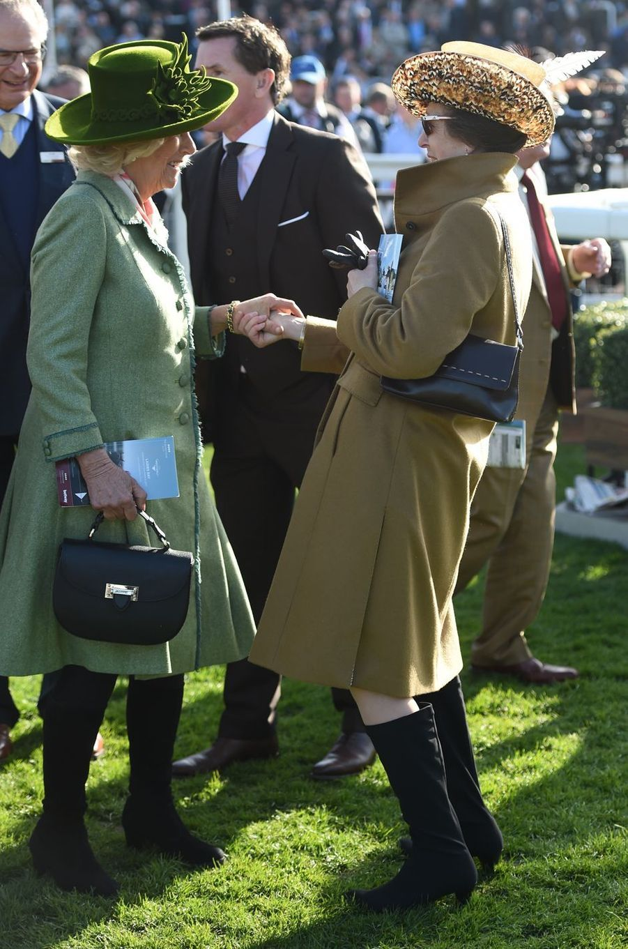La duchesse de Cornouailles Camilla et la princesse Anne au Cheltenham Festival, le 15 mars 2017