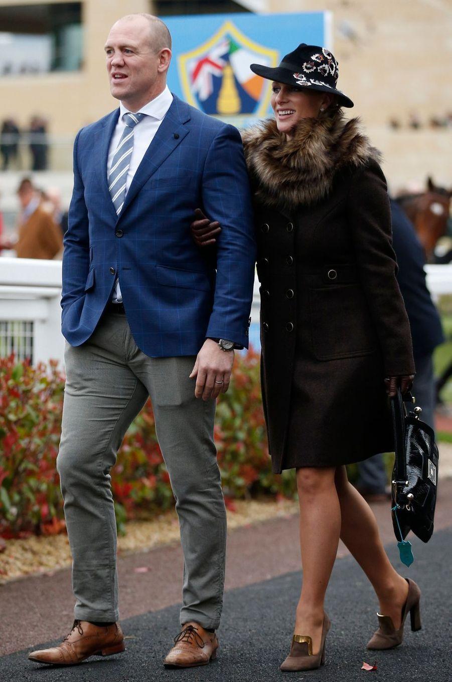 Zara Phillips au Cheltenham Festival avec son mari Mike Tindall, le 16 mars 2017
