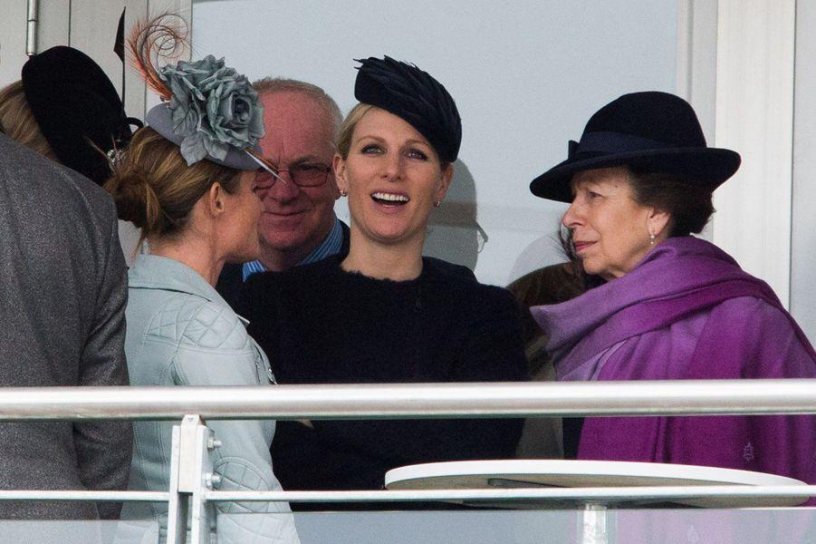 Zara Phillips et la princesse Anne au Cheltenham Festival, le 16 mars 2016