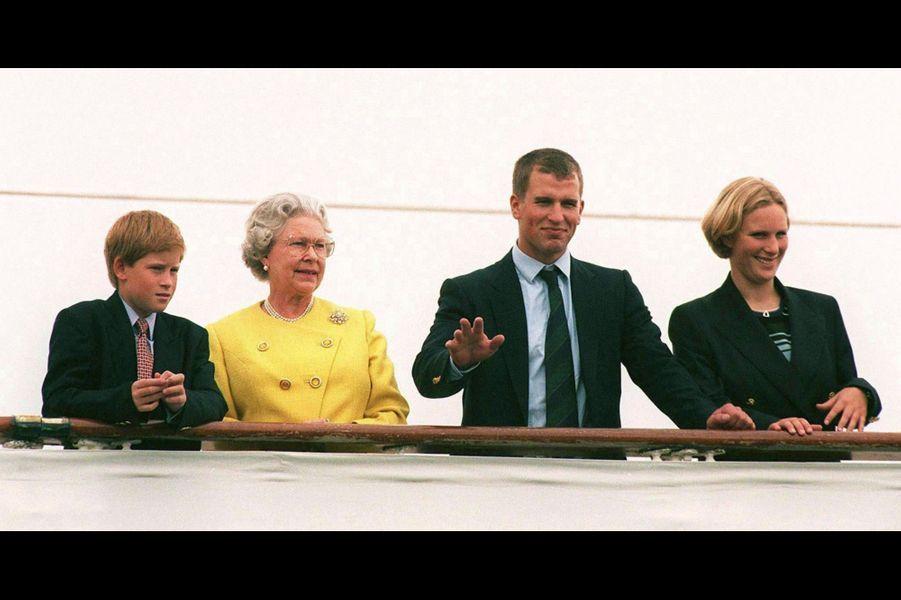 Sur le Britannia, avec sa grand-mère Elizabeth, son frère Peter et son cousin Harry, en 1997