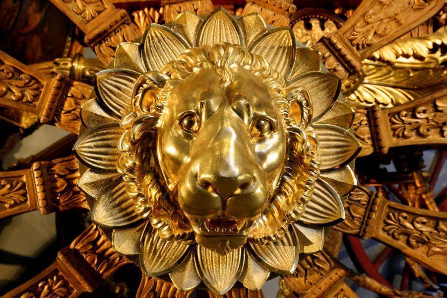 Détail d'une roue du carrosse du sacre de Charles X conservé à Versailles