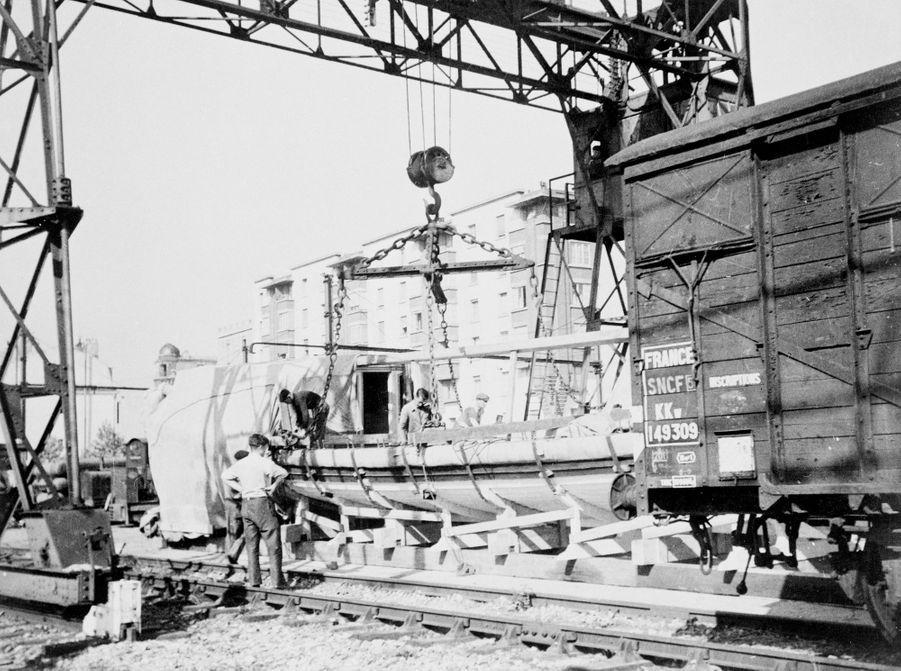 Transport du Canot de l'Empereur de Brest à Paris en 1943