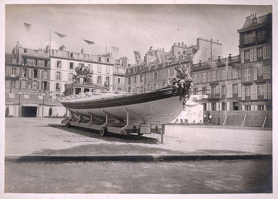 Le canot de l'Empereur à Brest aux stands extérieurs des Constructions Navales. Anonyme, 1928, Brest