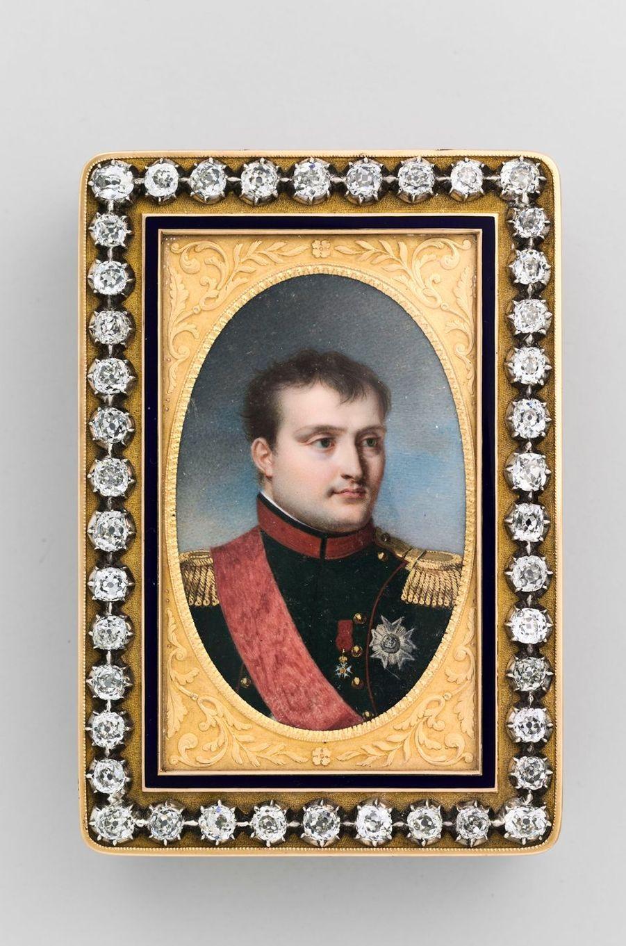 Tabatière ornée du portrait de Napoléon Ier. Collection du musée Napoléon Ier au château de Fontainebleau
