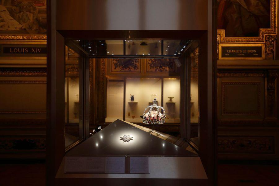 Vitrine des joyaux de la Couronne de France (1530-1789), galerie d'Apollon, Musée du Louvre, Paris