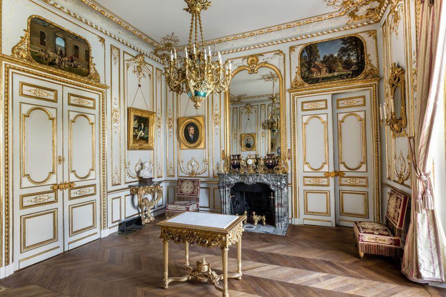"""""""Petits Appartements"""" du château de Chantilly restaurés : le salon de Guise"""