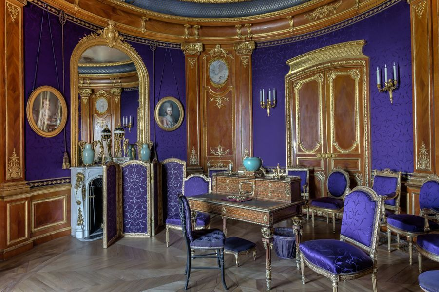 """Petits Appartements"" du château de Chantilly restaurés : le salon violet"