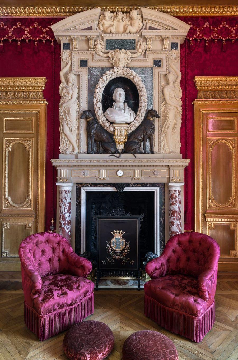 """""""Petits Appartements"""" du château de Chantilly restaurés : la cheminée du salon de Condé"""