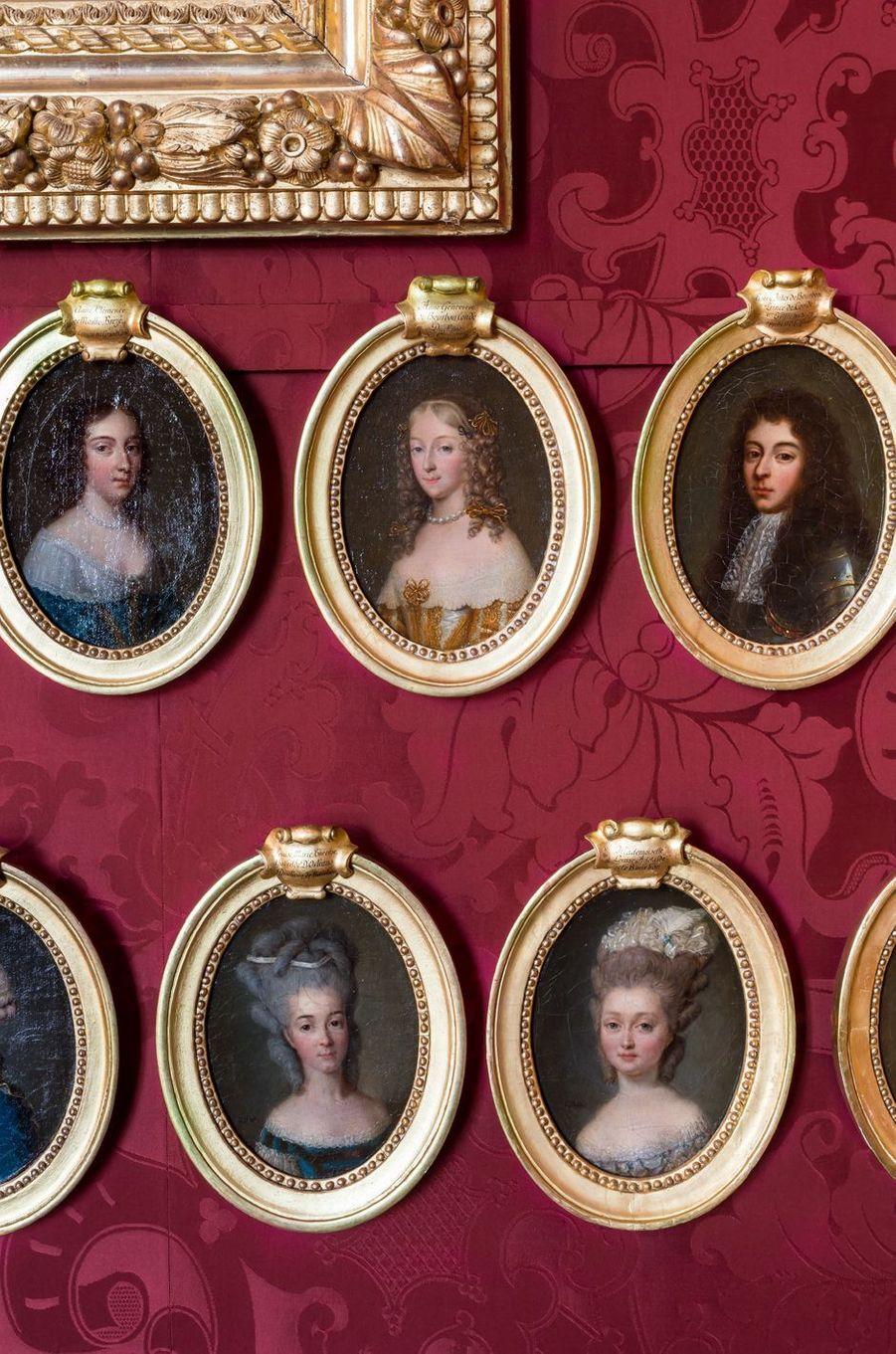 """""""Petits Appartements"""" du château de Chantilly restaurés : le salon de Condé, détail"""