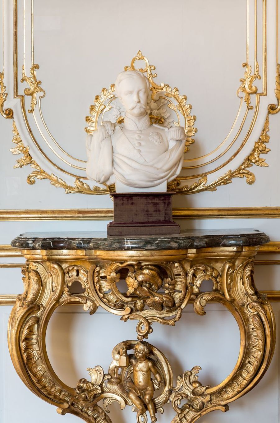 """Petits Appartements"" du château de Chantilly restaurés : le salon de Guise"