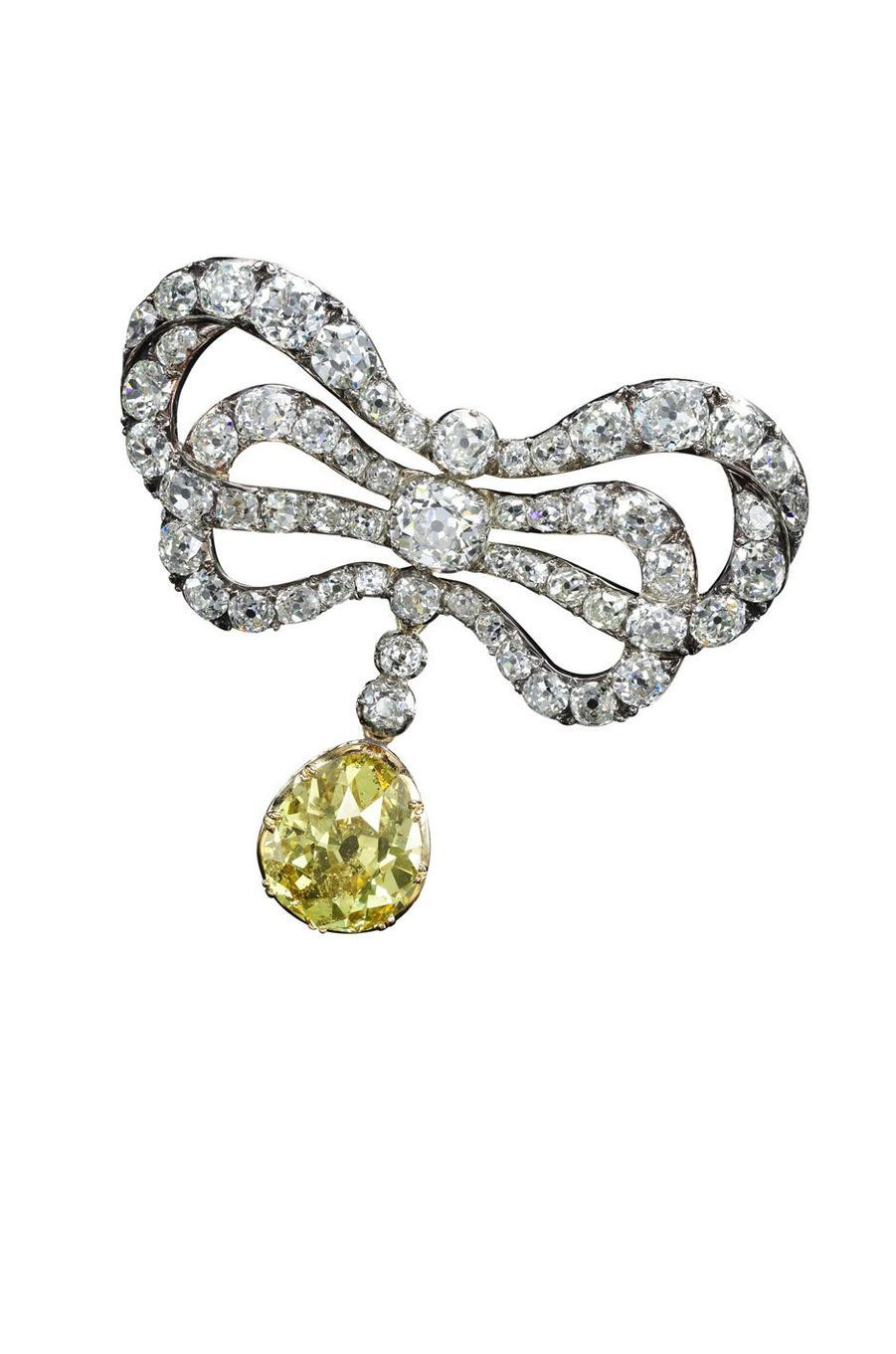 Broche en diamants. Le nœud en diamants appartenait à Marie-Antoinette, le diamant jaune a été ajouté plus tard