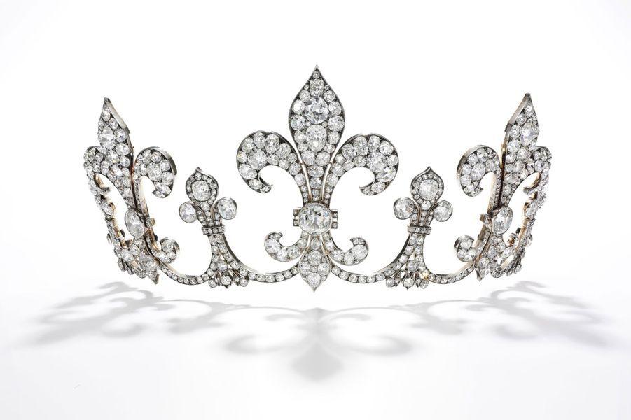 Les trésors des rois de France et de leurs héritiers : tiare en diamants
