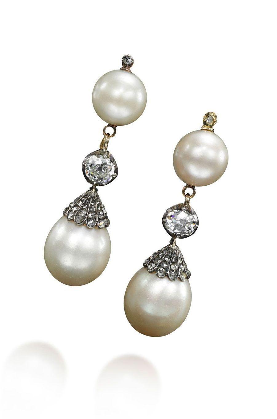 Bijoux de Marie-Antoinette : boucles d'oreilles ornées de perles