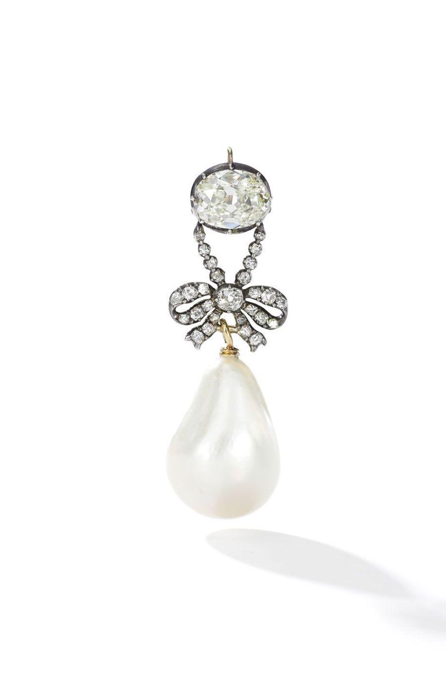 Bijoux de Marie-Antoinette : pendant en diamants avec une perle naturelle