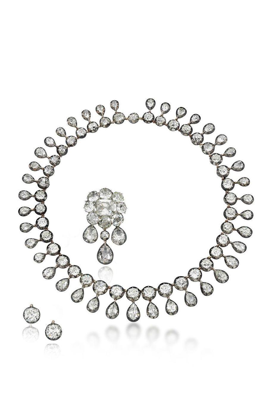 Bijoux de Marie-Antoinette : parure composée de 95 diamants dont cinq solitaires ayant également appartenu à Marie-Antoinette