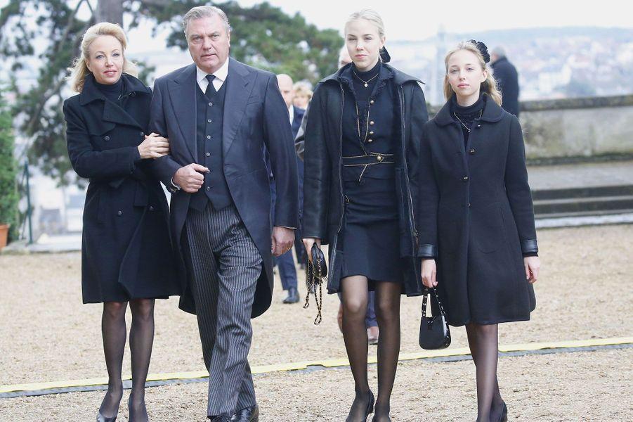 Le prince Charles et la princesse Camilla de Bourbon des Deux-Siciles, duc et duchesse de Castro avec leurs filles la princesse Maria Chiara de Bourbon des Deux-Siciles, duchesse de Noto et la princesse Maria Carolina de Bourbon des Deux-Siciles, duchesse de Calabre