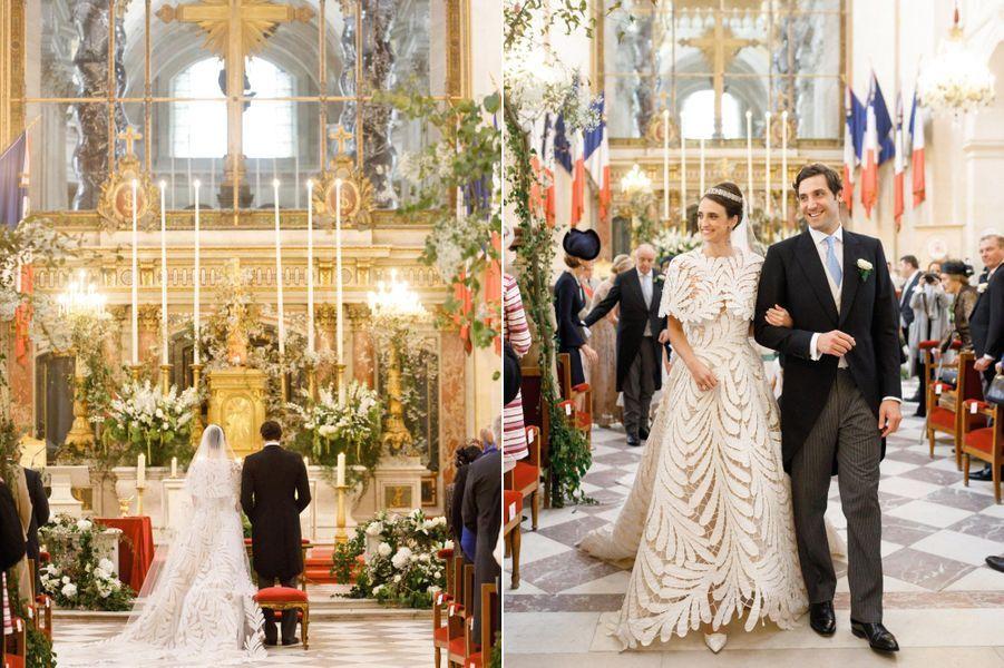 Samedi 19 octobre, Olympia et Jean-Christophe se sont dit « oui » à Saint-Louis des Invalides.La mariée porte une robe Oscar de la Renta, en broderie Richelieu. Le diadème est celui de sa mère, à son mariage.