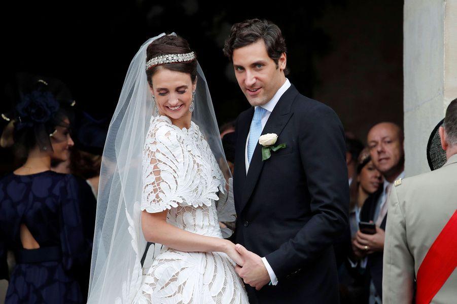 Le prince Jean-Christophe Napoléon et son épouseOlympia d'Arco Zinneberg à la sortie de la cathédrale