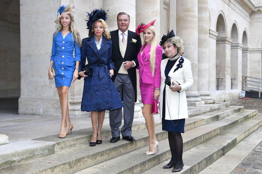 Le PrinceCharles de Bourbon des Deux-Siciles, son épouse la princesse Camilla de Bourbon des Deux-Siciles, leurs filles Maria Carolina etMaria Chiara et Edoarda Crociani, mère deCamillade Bourbon des Deux-Siciles