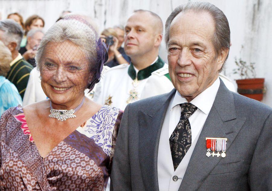 Henri d'Orléans, comte de Paris, et sa femme Micaela, lors de leur mariage religieux le 26 septembre 2009