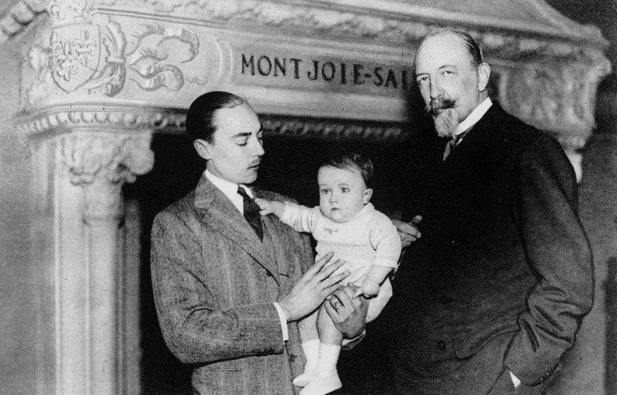 Henri d'Orléans avec son père Henri d'Orléans, comte de Paris, et son grand-père le duc de Guise, en 1934