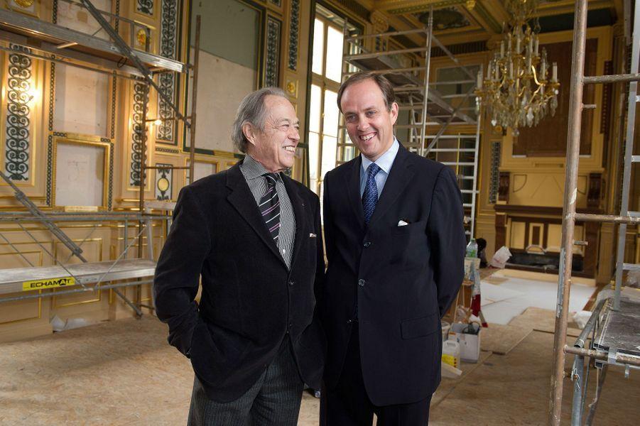 Henri d'Orléans, comte de Paris, avec son fils le prince Jean, le 8 octobre 2011