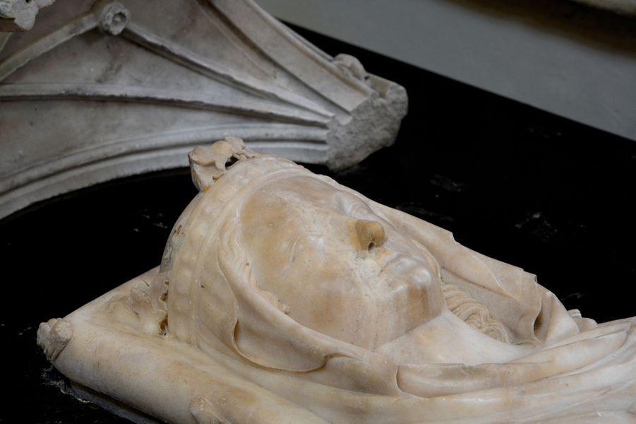 Gisant d'Isabelle d'Aragon (morte en 1271), épouse de Philippe III, dans la basilique Saint-Denis