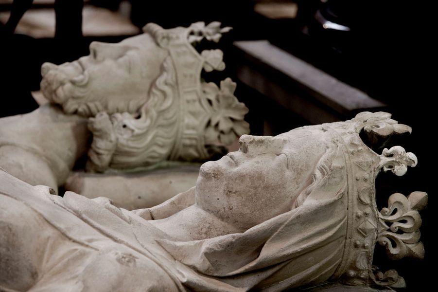 Gisant de Constance d'Arles-Provence (morte en 1034), épouse de Robert II, dans la basilique Saint-Denis