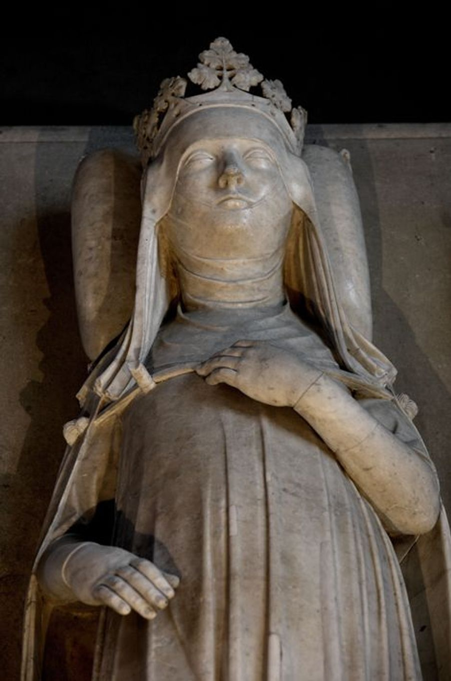 Gisant de Jeanne d'Evreux (morte en 1371), épouse de Charles IV, dans la basilique Saint-Denis
