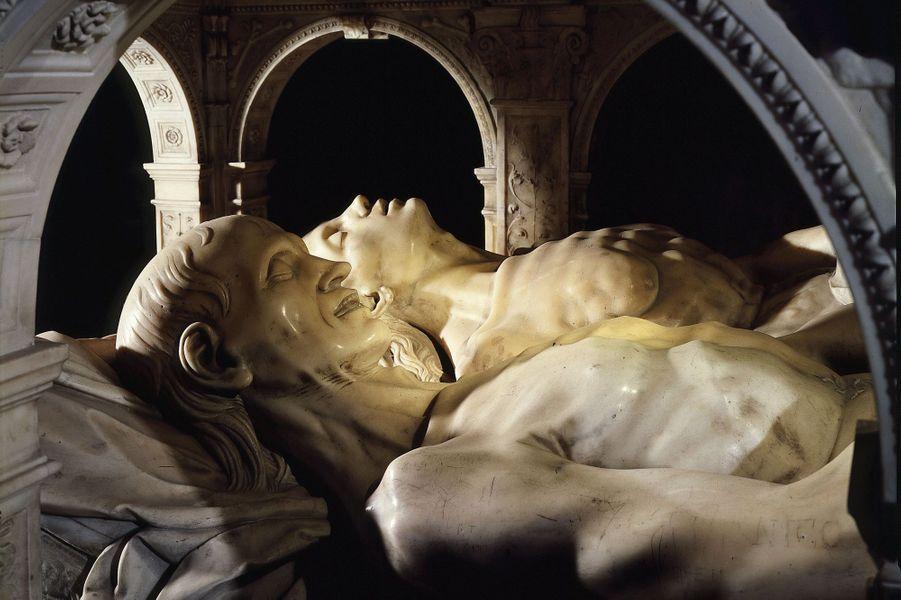 Les transis, détail du mausolée d'Anne de Bretagne (morte en 1514) et Louis XII, dans la basilique Saint-Denis