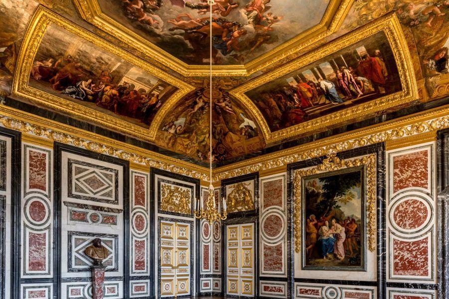 La salle des Gardes au château de Versailles, restaurée, le 17 avril 2019
