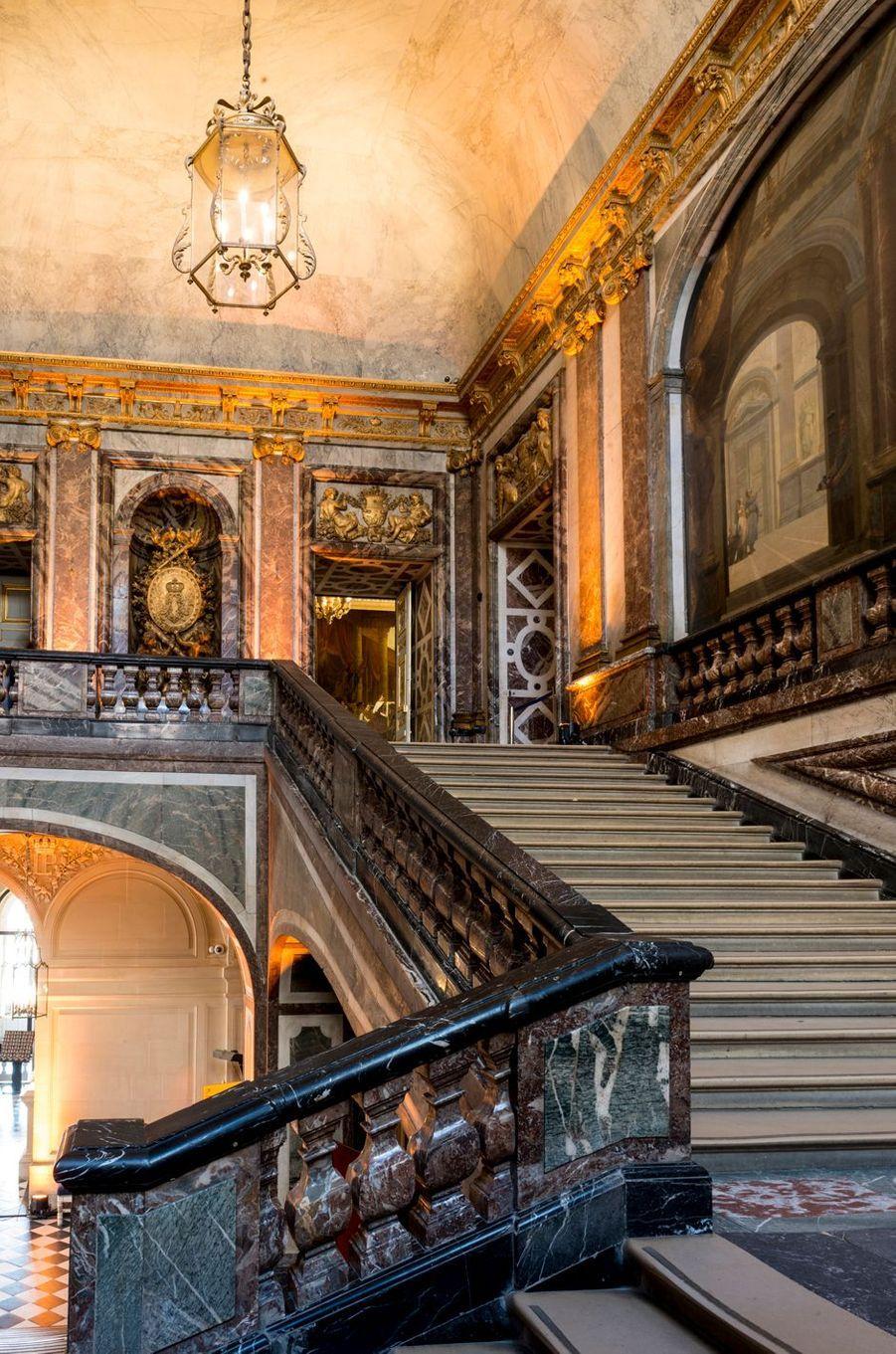 L'escalier donnant accès au Grand Appartement de la Reine au château de Versailles, le 17 avril 2019