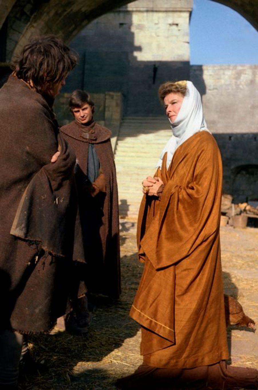 """Katharine Hepburn incarne Aliénor d'Aquitaine en 1968 dans le film de Anthony Harvey """"Le Lion en hiver"""""""