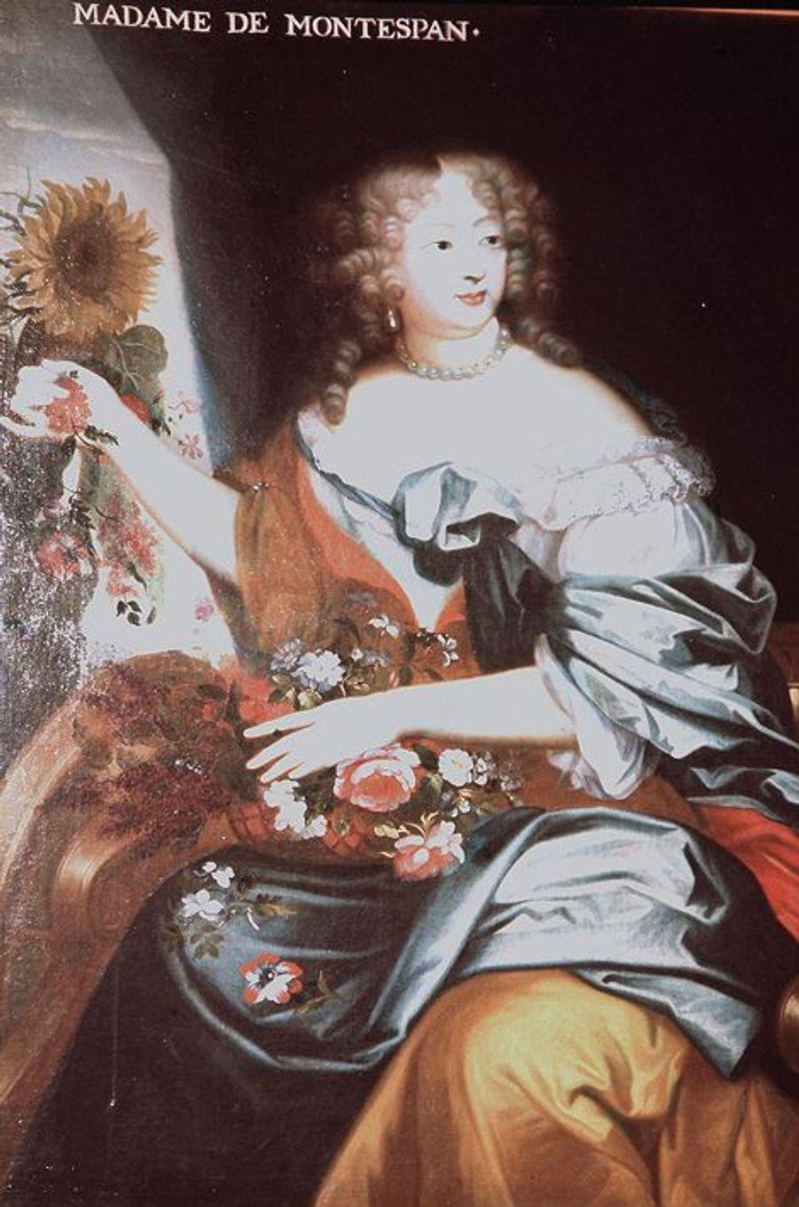 Madame de Montespan (1640-1707), l'une de ses favoritesElle se nomme très exactement Françoise Athénaïs de Rochechouart de Mortemart et est la fille d'un gentilhomme de la chambre du roi et d'une dame d'honneur d'Anne d'Autriche. Née le 5 octobre 1640, elle épouse à l'âge de 22 ans Louis Henri de Pardaillan de Gondrin, marquis de Montespan.Devenue dame d'honneur de la reine, la jeune femme rencontre Louis XIV à l'automne 1666. Elle devient sa maîtresse en mai de l'année suivante, puis sa favorite en titre en 1674, au départ de la cour de Louise de La Vallière, la première maîtresse officielle du roi.La marquise de Montespan, déjà mère d'une fille et d'un garçon de son union avec son mari, donnera naissance à sept enfants durant sa liaison avec le roi Soleil. Mais une favorite chassant l'autre, Françoise Athénaïs sera disgraciée et remplacée dans le cœur et lit du roi par Madame de Maintenon.Madame de Montespan meurt le 27 mai 1707 à l'âge de 66 ans.