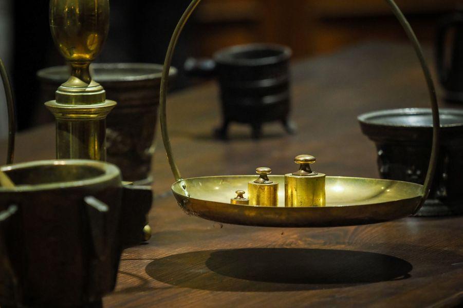 Balance dans l'apothicairerie restituée au château de Chenonceau, le 13 juin 2019