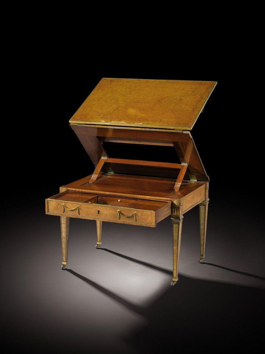 Lot 14 - Table d'enfant par David Roentgen à la tronchin en placage de ronce de thuya et monture de bronze doré d'époque Louis XVI, vers 178...