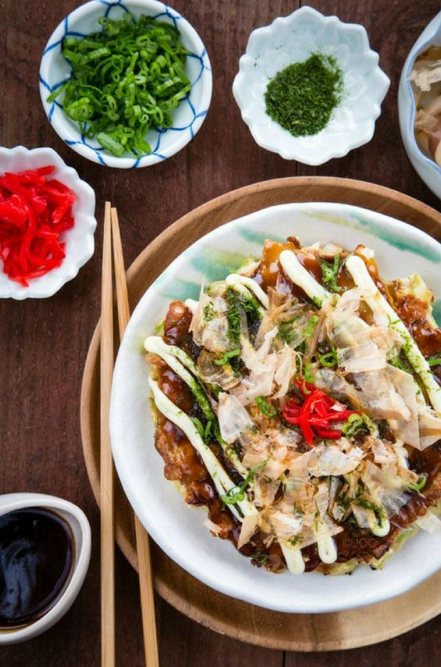 Un plat à base de chou nommé okonomiyakihttps://www.pinterest.fr/pin/140948663312969978/