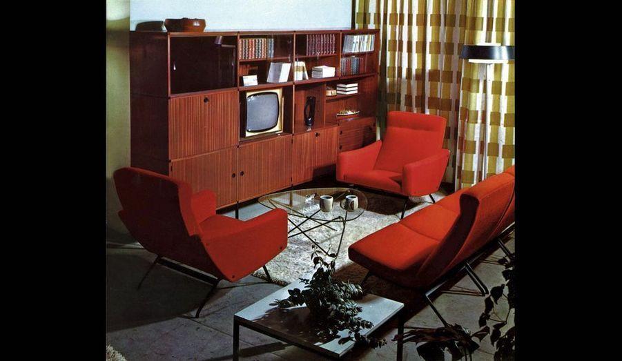 La télévision trône dans une bibliothèque Minvielle pour Roche Bobois, spécialement aménagée pour elle.