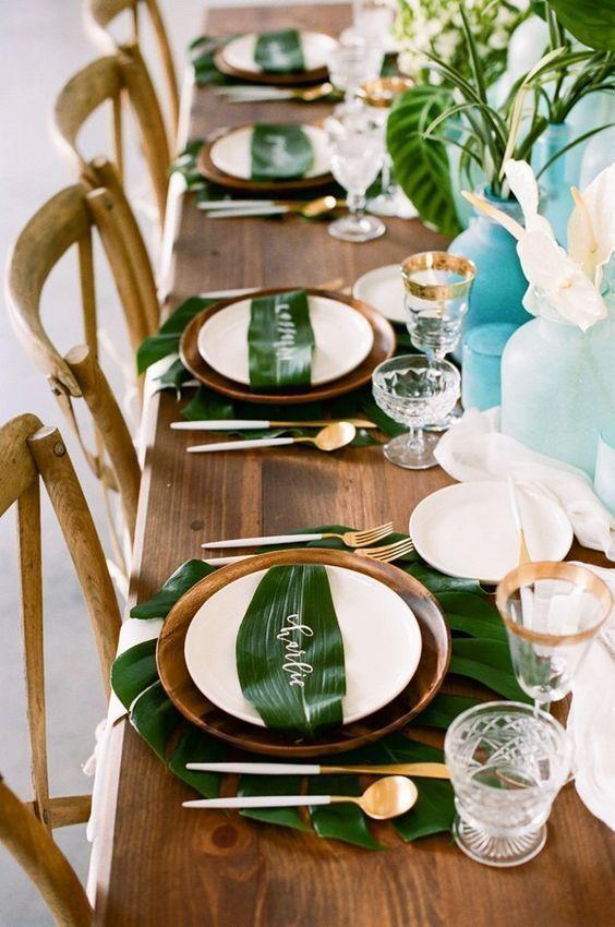 Une décoration de table tropicalehttps://www.pinterest.fr/pin/388787380318042883/