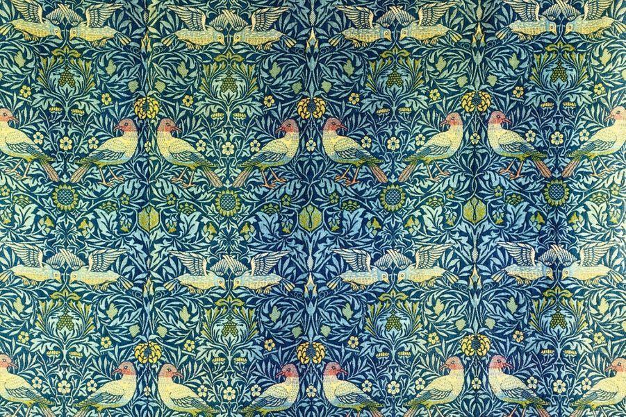1878 Révolutionnaire: William Morris, designer anglais, voulait du beau pour tous. Paire de tentures Bird.