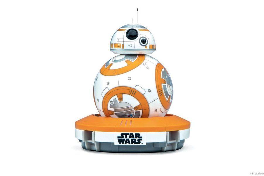 Le droïde star du dernier opus, BB-8. Chez Sphero, il est interactif et fonctionne avec une application. Avec, on peut créer et visualiser des enregistrements holographiques ! (169,90 euros).