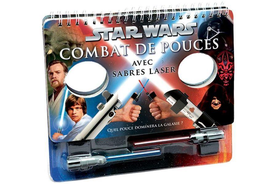Un livre interactif pour organiser des combats de pouces avec le sabre laser (Chez Disney Store, 9,90 €).