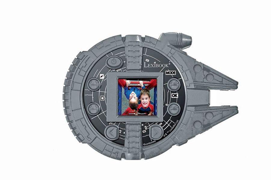 Lexibook a transformé l'engin en appareil photo numérique 5MP avec mémoire interne 8 Mo, fonctions vidéo, webcam et flash Star Wars intégré (49,99 €).