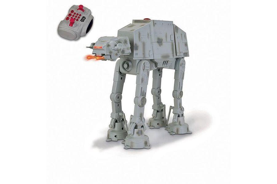 Ce véhicule de guerre répond à plus de mille programmes ! En version Lego avec ses 160 pièces (30 €) ou interactive chez Giochi Preziosi.