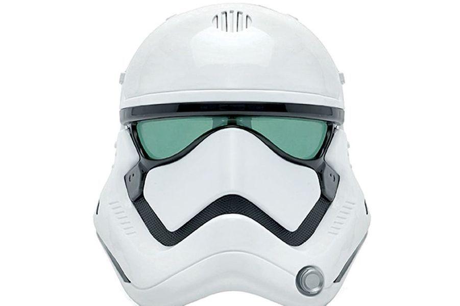 Très ludique, les masques transformateurs de voix. Celui du Stormtrooper est réussi, (Chez Disney Store, 29,90 €).