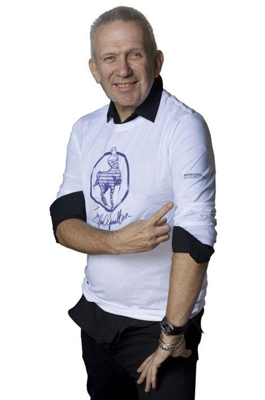 Avec la générosité qu'on lui connaît, et pour soutenir la fondation du Pr Khayat, Jean Paul Gaultier a créé un T-shirt collector à l'occasion du Grand Prix d'Amérique. Les profits de la vente seront intégralement reversés à Avec, l'Association pour la vie, espoir contre le cancer qui soutient les malades, leur famille et mène d'importants programmes de recherche depuis 1997. Prix: 30 € (modèles homme et femme), en vente sur www.letrot.com et dans les boutiques de l'hippodrome de Vincennes. Anne-Laure Le Gall
