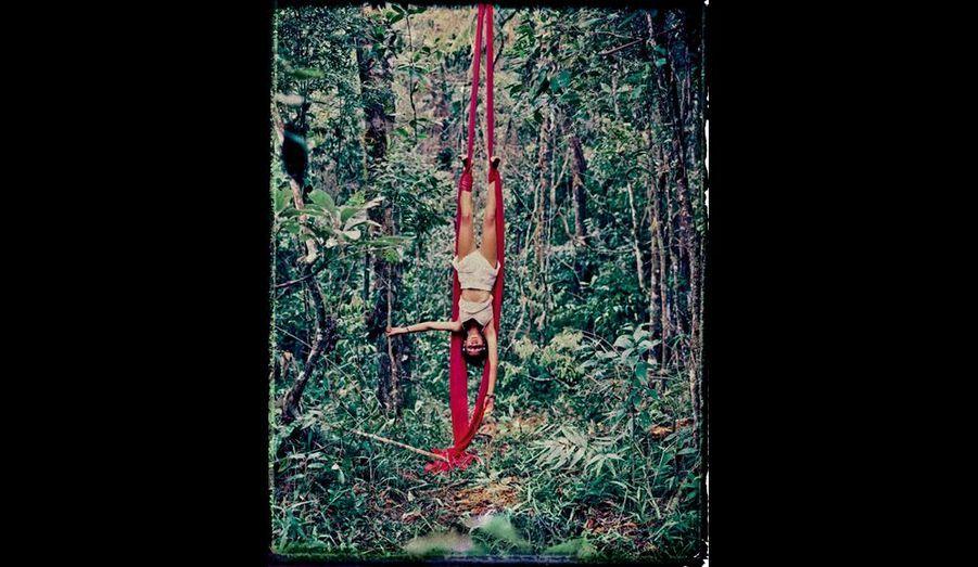 Barbara est trapéziste. Elle participera aux spectacles qu'ils donneront entre le Brésil et le Guatemala, lieu du prochain rassemblement.