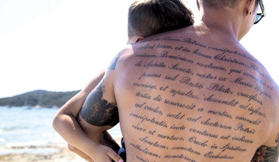 Ce protestant de 39 ans s'est fait tatouer une prière en latin.